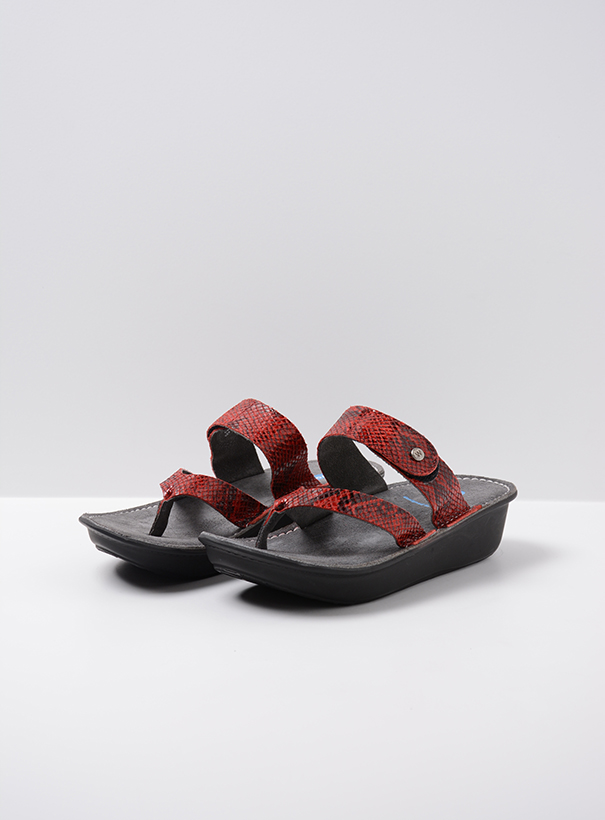 wolky slippers 00877 martinique 98500 rood snake print leer front